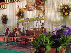 WEDDING GOLDEN SWING WITH MAROON CARVING