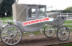 ELEGENT HORSE DRAWN CARRIAGE