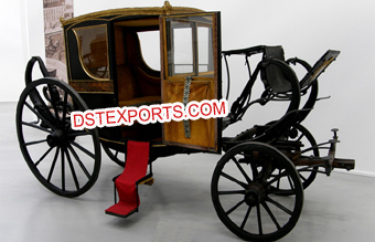 Stylish Royal Covered Horse Drawn Carriage