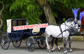 Royal Tourism Covered Horse Carriage